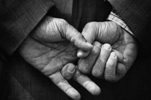 hands-of-an-old-man-824x549