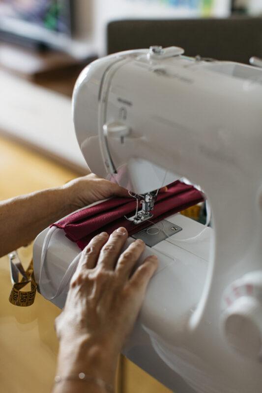Realizam pe comanda in atelier masti din bumbac pentru copii