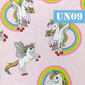 un09 unicorni curcubeu fundal roz deschis